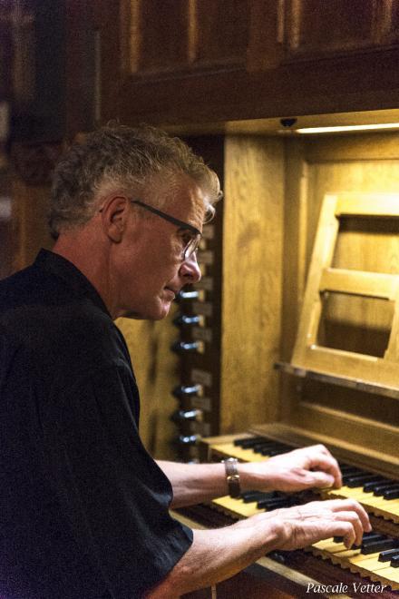 E. Latour à l'orgue de choeur