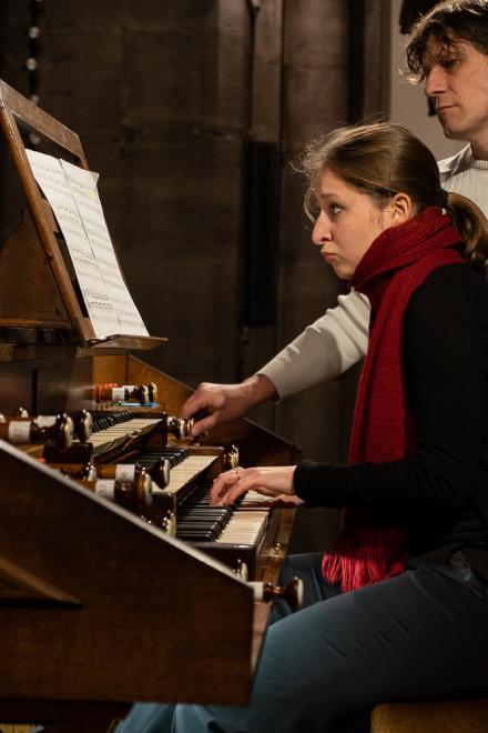 Maria Vekilova à l'orgue Merklin