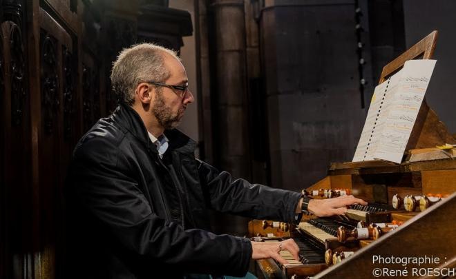 R. Lopes aux claviers Récit et Grand Orgue
