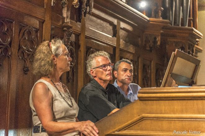 à la tribune, E. Latour et ses registreurs B. Bergeret et G. Blind