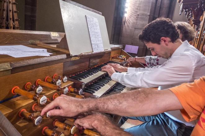 En action V. Dubois sur l'orgue Merklin et ses deux registreurs