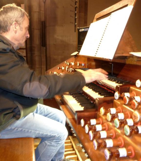 G. Blind à l'orgue de tribune