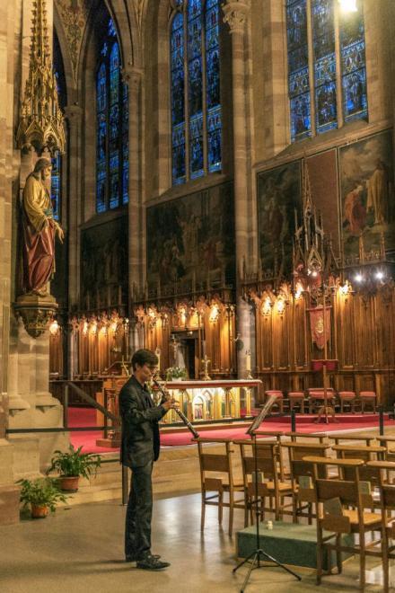 Louis, hauboiste devant le chœur