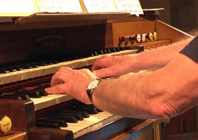 Mains de l'organiste