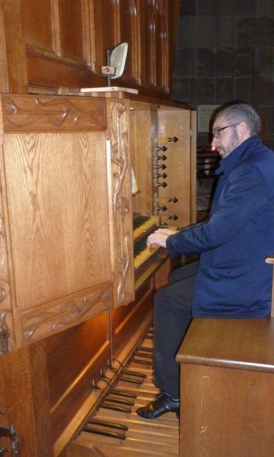 R. Lopes à l'orgue de choeur