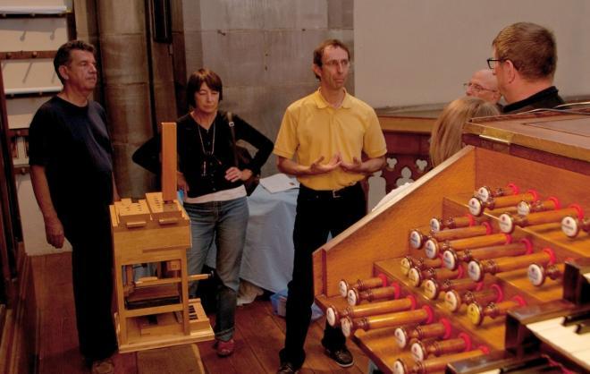 Maquette prêtée par la DOA et console de l'orgue Merklin