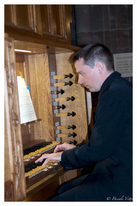 Marc Vonau sur l'orgue de chœur
